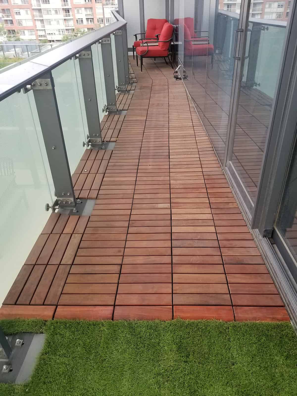 TURF-1-by-1ft-tile-large-area-4-reducer-transition-from-curapay-tigerwood-decking-to-turf-tiles